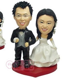 Bride and groom bobbleheads- S025
